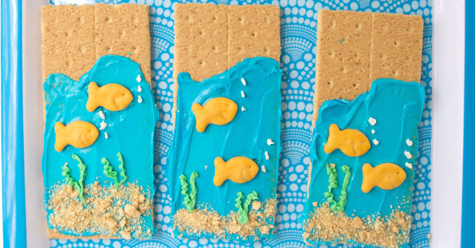 Ocean-Themed Graham Crackers
